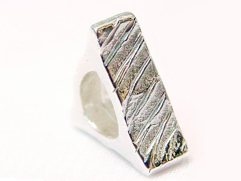 sb3091-bead-beads-bedels-bedelarmband-zilver-armband-handgemaakt-edelsmid-www.tonvandenhout.nl-goudsmid-juwelier-sieraden-origineel-bijzonder-driehoek-uniek-hanger-tvdh