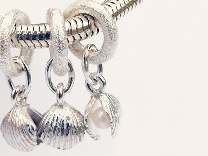 sb3602-schelp-bedels-bead-beads-bedelarmband-armband-zilver-parel-handgemaakt-hanger-bijzonder-strand-herinnering-edelsmid-www.tonvandenhout.nl-goudsmid-origineel-uniek