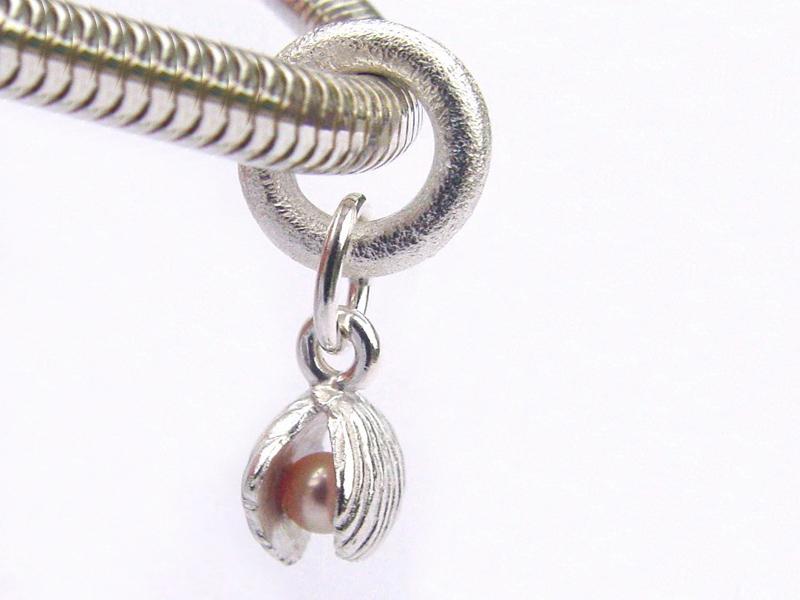 sb3605-bead-beads-bedels-bedelarmband-armband-zilver-parel-schelp-strand-hanger-handgemaakt-edelsmid-www.tonvandenhout.nl-goudsmid-origineel-bijzonder-ketting-bedelketting