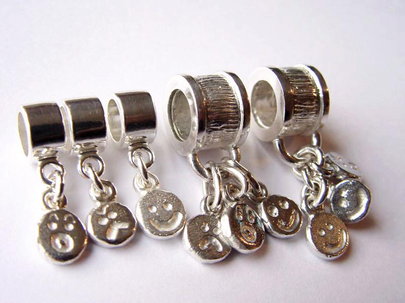 sb4917-smiley-beads-bedels-bedelarmband-bead-armband-hanger-zilver-handgemaakt-edelsmid-goudsmid-www.tonvandenhout.nl-juwelier-sieraden-roermond-origineel-bijzonder-uniek