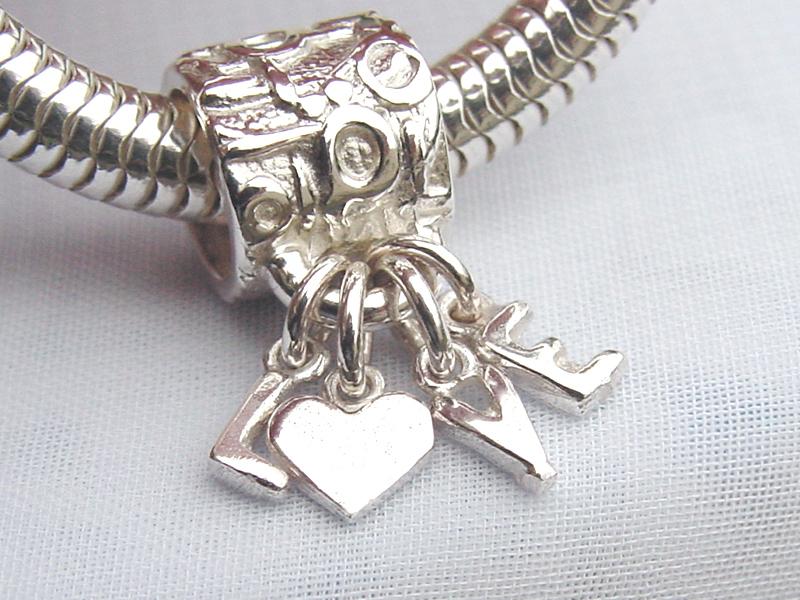 sb6111-bead-beads-bedels-bedelarmband-armband-bedelketting-hanger-love-liefde-zilver-hartje-handgemaakt-edelsmid-www.tonvandenhout.nl-sieraden-goudsmid-letters-herinnering