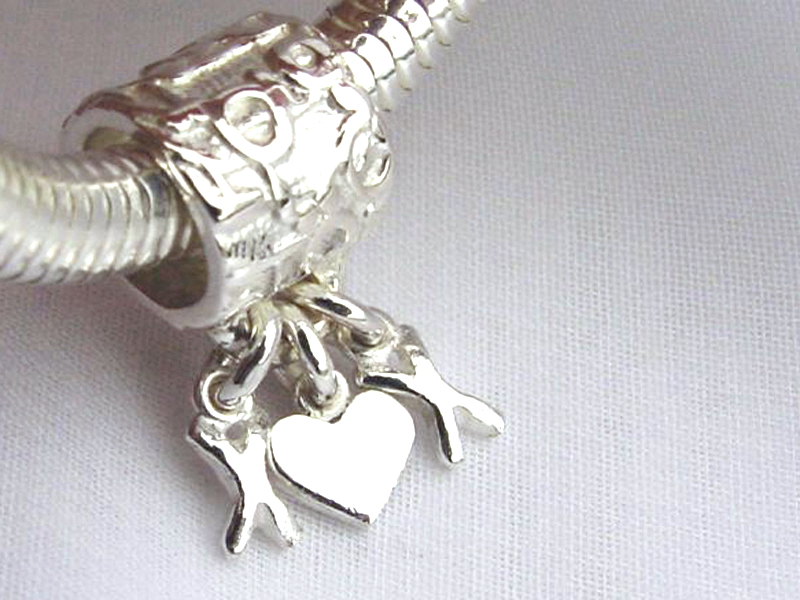 sb6115-bead-beads-bedels-bedelarmband-armband-hanger-zilver-sieraden-handgemaakt-kusje-hartje-love-edelsmid-www.tonvandenhout.nl-goudsmid-juwelier-lief-kado-ketting-uniek