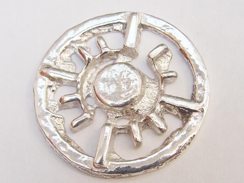 sr1357-roermuntje-zon-munt-zilver-roermond-embleem-logo's-edelsmid-goudsmid-www.tonvandenhout.nl-edelsmeden-handgemaakt-bijzonder-origineel-uniek-sieraden-hanger-relatiegeschenk