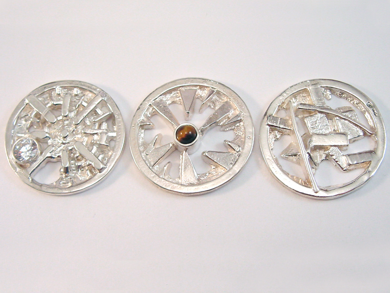 sr1558-bruin-wit-steen-roermuntje-munt-zilver-munthanger-hanger-handgemaakt-origineel-bijzonder-edelsmid-www.tonvandenhout.nl-goudsmid-roermond-sieraden-logo's-uniek-kado