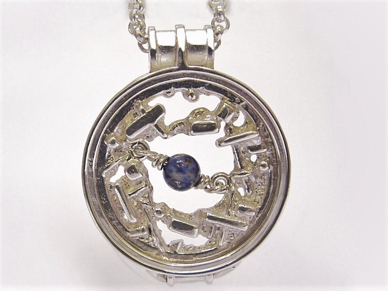 sr1615-roermuntje-munthouder-steen-blauw-zilver-sodaliet-munt-munthanger-handgemaakt-uniek-origineel-edelsmid-www.tonvandenhout.nl-bijzonder-sieraden-juwelier-goudsmid