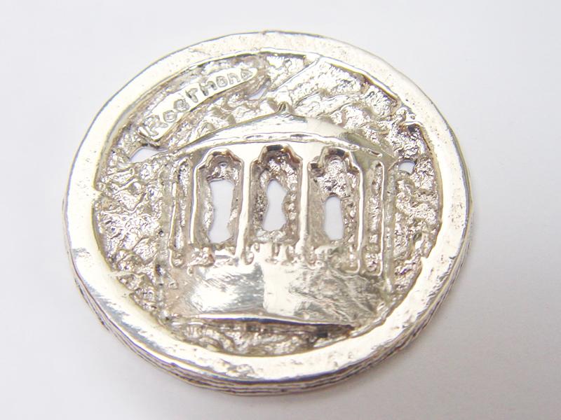 sr1651-kiosk-roermuntje-zilver-munt-roermond-logo's-relatiegeschenk-edelsmid-vandenhout-www.tonvandenhout.nl-sieraden-hanger-goudsmid-juwelier-handgemaakt-cadeau-edelsmeden-kado