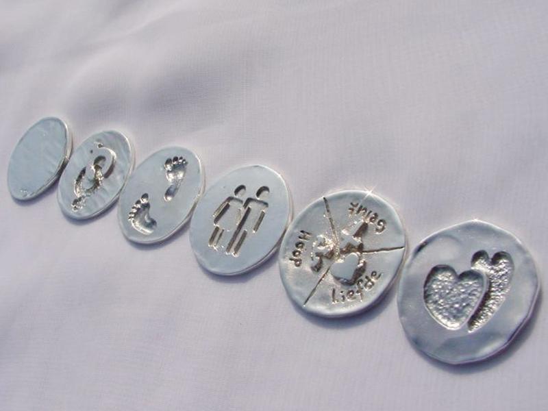 sr5143-zilver-sieraden-munt-roermuntje-hanger-logo's-relatiegeschenk-uniek-edelsmid-handgemaakt-www.tonvandenhout.nl-goudsmid-juwelier-hartje-liefde-lief-geluk-voetjes-voetje-kado