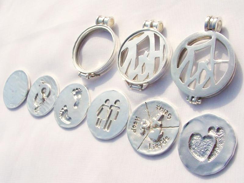 sr5148-roermuntje-munt-munthanger-zilver-logo-logo's-bedrijfslogo-relatiegeschenk-handgemaakt-edelsmid-www.tonvandenhout.nl-goudsmid-origineel-hanger-hartje-jubileum-uniek-sieraad