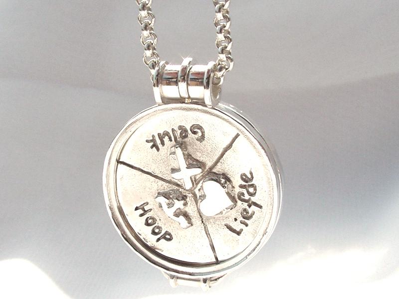 sr5167-roermuntje-geluk-hoop-liefde-zilver-sieraden-handgemaakt-hanger-edelsmid-www.tonvandenhout.nl-hartje-anker-origineel-bijzonder-uniek-relatiegeschenk-munthanger-goudsmid