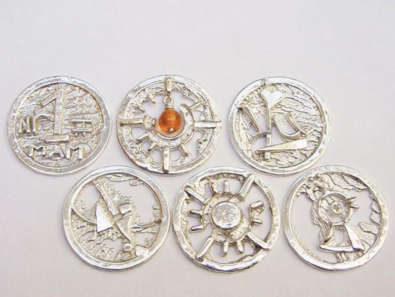 sr5229-roermuntje-munt-zilver-munthanger-logo-logo's-hartje-vogel-handgemaakt-edelsmid-juwelier-www.tonvandenhout.nl-goudsmid-relatiegeschenk-bedrijfslogo-origineel-uniek-sieraden