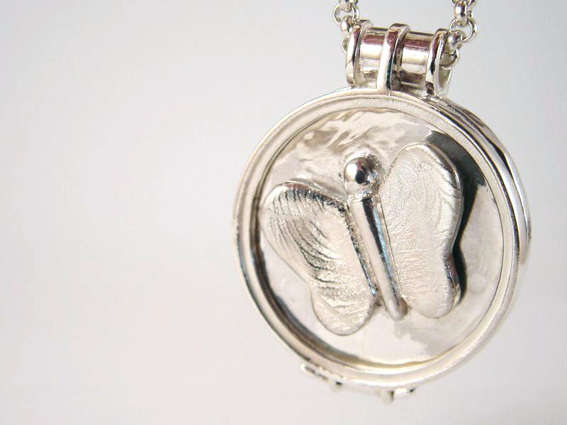 sr5755-vingerafdruk-vlinder-roermuntje-gedenksieraad-gedenken-edelsmid-zilver-www.tonvandenhout.nl-handgemaakt-hanger-munt-goudsmid-sieraden-herinnering-aandenken-sieraad