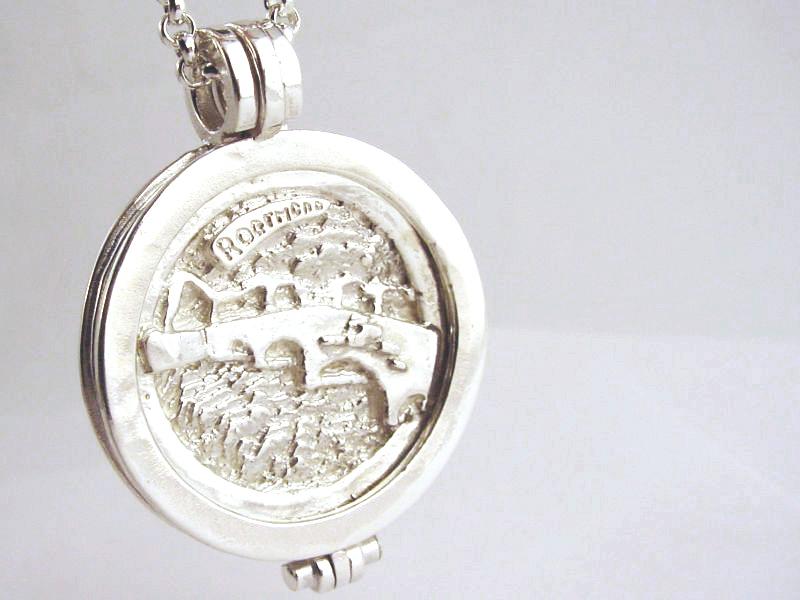 sr6593-zilver-munt-munthanger-roermuntje-roermond-handgemaakt-brug-stenen-edelsmid-www.tonvandenhout.nl-logo-logo's-relatiegeschenk-bedrijfslogo-origineel-ontwerp-maatwerk-sieraad