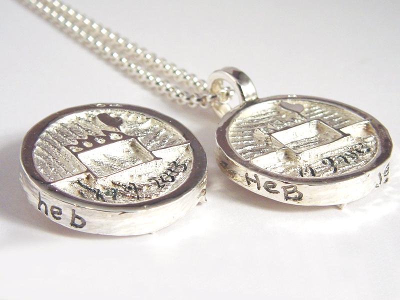 sr7007-roermuntje-zilver-trouwmunt-munt-handgemaakt-edelsmid-edelsmeden-www.tonvandenhout.nl-relatiegeschenk-logo-logo's-munthanger-handschrift-gravure-tekst-jubileum-kado