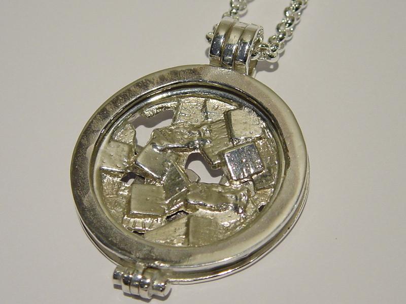 sr7085-roermuntje-zilver-hanger-munt-handgemaakt-edelsmid-juwelier-goudsmid-origineel-bijzonder-www.tonvandenhout.nl-sieraden-munthanger-roermond-uniek-herinnering-cadeau