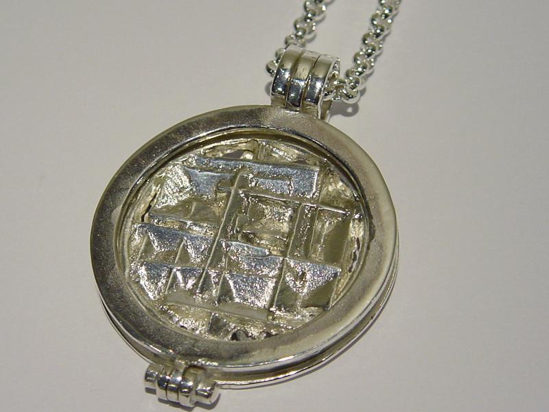 sr7089-roermuntje-zilver-hanger-munt-handgemaakt-edelsmid-www.tonvandenhout.nl-goudsmid-juwelier-origineel-bijzonder-uniek-cadeau-kado-geschenk-munthanger-sieraden-sieraad