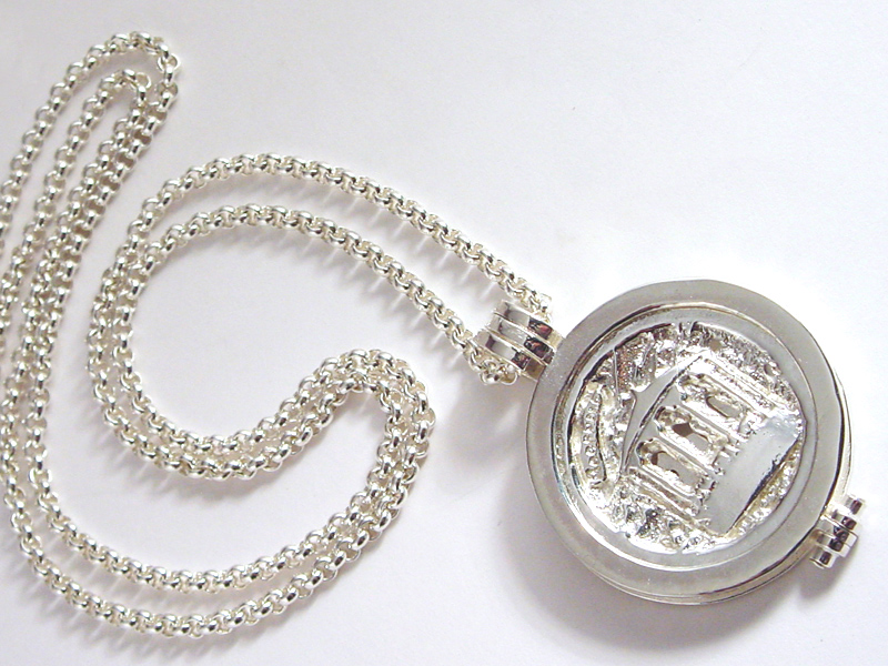 sr7382-roermuntje-zilver-munthanger-edelsmid-ton-vandenhout-www.tonvandenhout.nl-roermond-munthouder-edelsmeden-munt-handgemaakt-relatiegeschenk-herinneringen-logo-logo's-kiosk