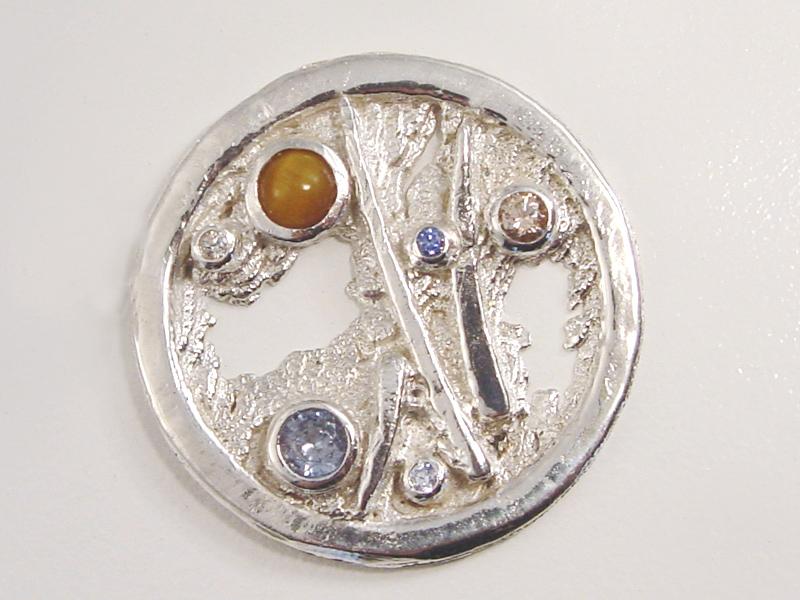 sr8709-roermuntje-steen-zilver-munt-handgemaakt-uniek-bijzonder-origineel-edelsmid-www.tonvandenhout.nl-edelsmeden-hanger-goudsmid-juwelier-sieraden-herinnering-blauw-roze-kado