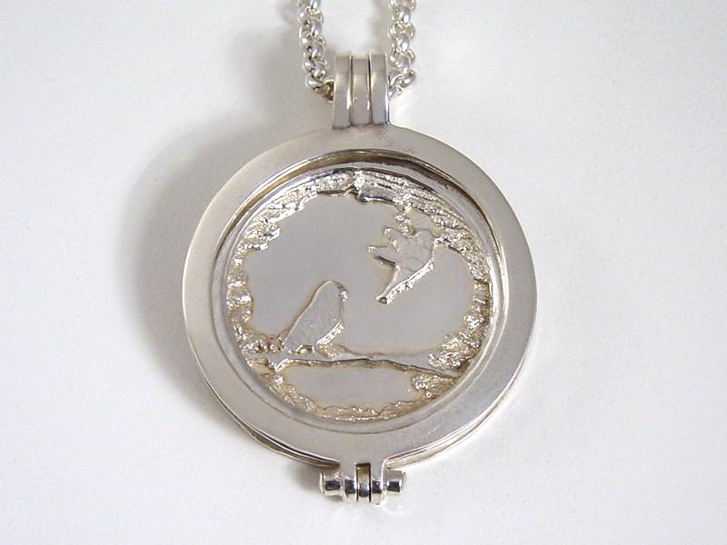 sr8881-roermuntje-gedenken-vogel-zilver-hanger-dier-edelsmid-goudsmid-www.tonvandenhout.nl-origineel-bijzonder-munt-herinnering-aandenken-herinneren-uniek-sieraden-munt