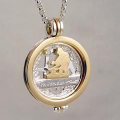 sr9097 roermuntje bicolor goud zilver munt hanger logo's relatiegeschenk herinnering edelsmid www.tonvandenhout.nl goudsmid juwelier roermond jubileum briljant origineel