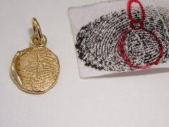 sg1056-goud-hanger-vingerafdruk-gedenken-herinnering-rouw-aandenken-www.tonvandenhout.nl-edelsmid-edelsmeden-goudsmid-herinneringssieraden-gedenksieraden-handgemaakt-uniek