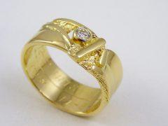 sg145-goud-gedenken-ring-sieraden-briljant-edelsmid-www.tonvandenhout.nl-trouwring-herinnering-gedenksieraad-herinneren-aandenken-origineel-handgemaakt