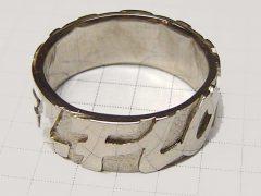 sg2539-ring-naam-rondom-witgoud-gedenken-herinnering-handgemaakt-letters-geboorte-geschenk-cadeau-edelsmid-www.tonvandenhout.nl-goudsmid-origineel-namen-bijzonder-goud