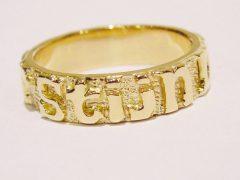 sg4437-ring-naam-namen-rondom-gedenken-herinnering-naamsieraad-edelsmid-handgemaakt-www.tonvandenhout.nl-goud-sieraden-juwelier-origineel-geboorte-uniek