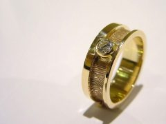 sg5054-vingerafdruk-ring-gedenken-laser-gedenksieraden-edelsmid-handgemaakt-herinneringssieraad-briljant-goud-www.tonvandenhout.nl-herinnering-sieraden