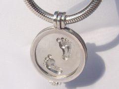 sg5187-voet-voetjes-roermuntje-gedenken-hanger-munthanger-zilver-handgemaakt-edelsmid-www.tonvandenhout.nl-herinnering-aandenken-geboorte-baby-verlies-roermond-sieraden-logo-uniek
