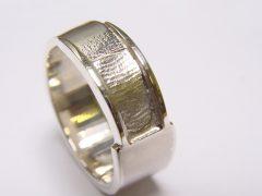 sg5356-vingerafdruk-ring-vingerafdruksieraad-gedenken-edelsmid-www.tonvandenhout.nl-aandenken-herinnering-rouwsieraad-gedenksieraad-zilver-handgemaakt-sieraden