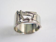 sg5720-letter-gedenken-gedenksieraden-herinneringssieraad-handgemaakt-ring-edelsmid-www.tonvandenhout.nl-witgoud-goud-sieraden-as-vingerafdruk-herinnering
