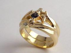 sg6833-ring-2 trouwringen-gedenken-goud-saffier-herinnering-gedenksieraden-rouw-aandenken-www.tonvandenhout.nl-sieraden-edelsmid-goudsmid-briljant-handgemaakt-origineel