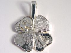 sg7313-klavertje-klaver-vier-naam-letters-gedenken-zilver-hanger-vingerafdruk-sieraad-sieraden-edelsmid-www.tonvandenhout.nl-aandenken-gedenksieraden