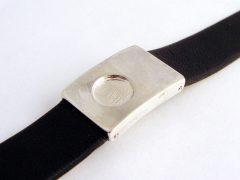 sg8484-leer-armband-vingerafdruk-as-assieraad-urn-gedenken-edelsmid-www.tonvandenhout.nl-gedenksieraad-sieraad-sieraden-herinnering-zilver-origineel-handgemaakt
