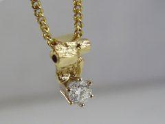 sg890-hanger-goud-briljant-as-urn-herinnering-assieraad-sieraden-ketting-edelsmid-handgemaakt-www.tonvandenhout.nl-bijzonder-origineel-uniek-goudsmid-juwelier-sieraad-smid
