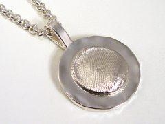 sg9113-zilver-hanger-vingerafdruk-edelsmid-goudsmid-www.tonvandenhout.nl-gedenken-herinnering-herinneren-sieraden-origineel-handgemaakt-bijzonder-roermond