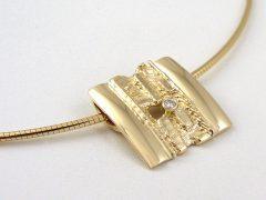 sg9405-goud-trouwringen-hanger-gedenken-briljant-herinnering-collier-edelsmid-handgemaakt-www.tonvandenhout.nl-sieraden-origineel-bijzonder-herinneren-uniek-ring-goudsmid