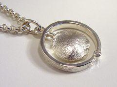 sg9488-ring-trouwring-vingerafdruk-hanger-aandenken-gedenken-herinnering-gedenksieraden-www.tonvandenhout.nl-edelsmid-goudsmid-sieraden-zilver-handgemaakt-briljant-uniek