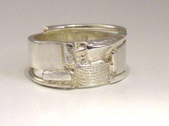 sg9507-assieraden-assieraad-vingerafdruk-ring-gedenksieraden-gedenksieraad-gedenken-www.tonvandenhout.nl-edelsmid--urn-sieraden-sieraad-herinnering-as-zilver