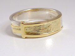 sg9558-bicolor-ring-vingerafdruk-www.tonvandenhout.nl-edelsmid-gedenken-gedenksieraden-gedenksieraad-aandenken-sieraden-zilver-goud-herinnering-herinneren