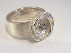sg9562-roos-roosje-ring-zilver-aandenken-gedenken-herinnering-gedenksieraden-www.tonvandenhout.nl-edelsmid-handgemaakt-goudsmid-vandenhout-roermond-sieraden-origineel