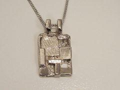 sg9762-hanger-witgoud-gedenken-as-vingerafdruk-sieraden-handgemaakt-edelsmid-www.tonvandenhout.nl-goudsmid-origineel-bijzonder-goudsmid-herinnering-urn