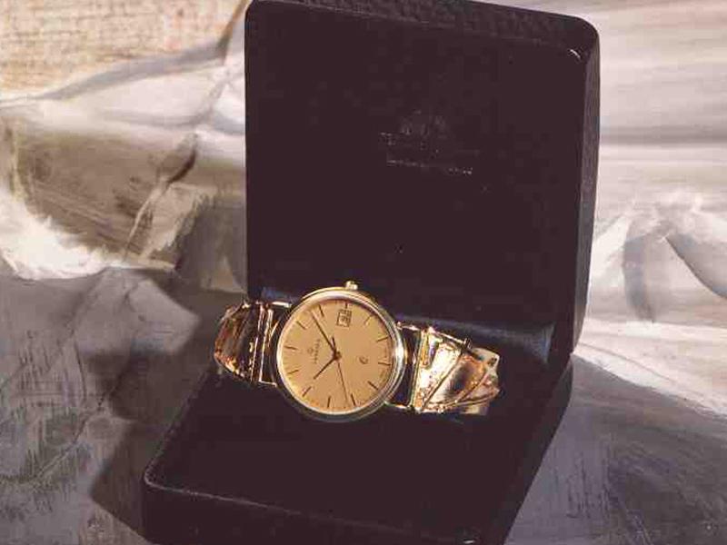 sh1910-horloge-goud-horloges-uurwerk-quartz-band-armband-horlogeband-handgemaakt-origineel-edelsmid-juwelier-www.tonvandenhout.nl-goudsmid-uniek-sieraden-roermond-sieraad