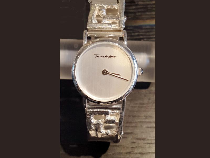 sh2016-horloges-horloge-uurwerk-quartz-sieraden-zilver-band-armband-uniek-handgemaakt-bijzonder-origineel-edelsmid-goudsmid-www.tonvandenhout.nl-juwelier-dames-roermond