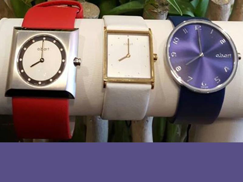 sh4500-edelsmid-www.tonvandenhout.nl-4mei-abart-edelsmeden-goudsmid-goudsmeden-roermond-horloge-horloges-herdenken-quartz-gedenken-juwelier-horlogeband-leer-band-smid-rood