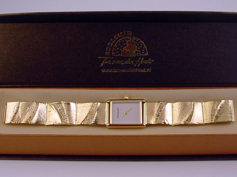 sh9415-horloge-horloges-horlogeband-armband-uurwerk-handgemaakt-goud-schakel-edelsmid-www.tonvandenhout.nl-goudsmid-juwelier-roermond-origineel-uniek-bijzonder-sieraden
