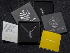 sl1348-logo-zilver-logo's-beekdaelen-hanger-speld-wedstrijd-relatiegeschenk-jubileum-gemeente-edelsmid-www.tonvandenhout.nl-sieraden-roermond-cadeau-geschenk-kado-sieraad