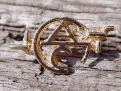sl15-agc-goud-letters-naam-logo-logo's-sieraden-speld-handgemaakt-origineel-jubileum-relatiegeschenk-kado-cadeau-www.tonvandenhout.nl-edelsmid-goudsmid-juwelier-bijzonder
