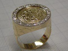 sl1532-ring-bicolor-witgoud-geelgoud-briljant-dart-darten-handgemaakt-logo-logo's-edelsmid-www.tonvandenhout.nl-roermond-origineel-bijzonder-darter-juwelier-goud-uniek-sieraden