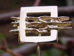 sl18-relatiegeschenken-relatiegeschenk-handgemaakt-edelsmid-logospeld-logosieraad-bedrijfssieraden-logosieraden-logo-logo's-www.tonvandenhout.nl-jubileum-jubilaris-goud